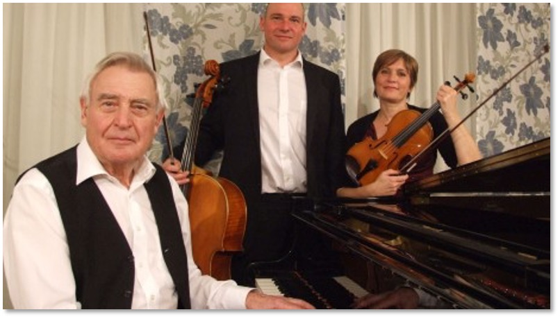 "Live: Klaviertrio ""sinvino"""